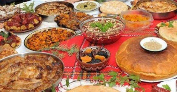 Δεκαπενταύγουστος: Το μικρό Πάσχα του καλοκαιριού γιορτάζεται σε όλη την χώρα με έθιμα και ειδική διατροφή