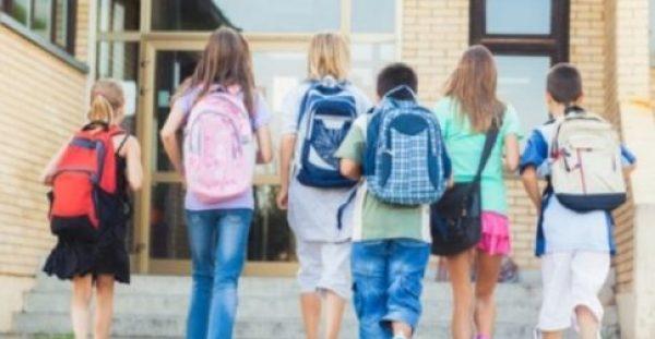 H βαριά σχολική τσάντα και ο κίνδυνος οσφυαλγίας