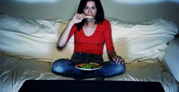 Αδυνατίζουμε όταν τρώμε πριν τις 8 το βράδυ; Αλήθεια ή Μύθος