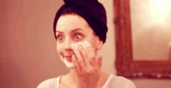 5 πανεύκολες DIY μάσκες προσώπου για κάθε τύπο δέρματος
