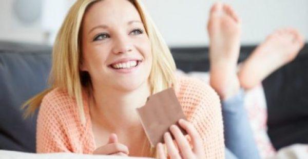 Επίπεδη Κοιλιά σε 1 Μήνα Τρώγοντας… Σοκολάτα! Ναι, γίνεται!