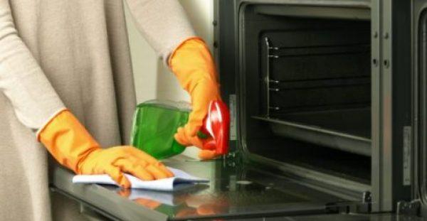 Να πώς Μπορείτε να Καθαρίσετε Ανάμεσα στο Διπλό Τζάμι του Φούρνου