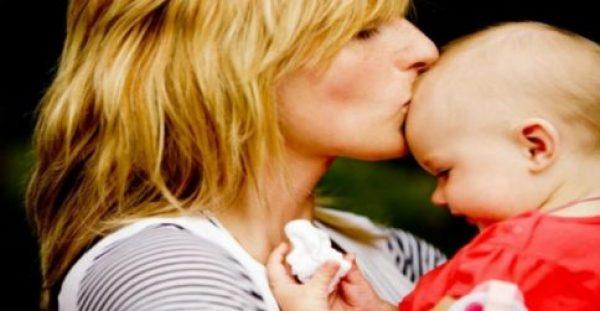 Attachment parenting : Όλα όσα πρέπει να γνωρίζετε για τη θεωρία της προσκόλλησης