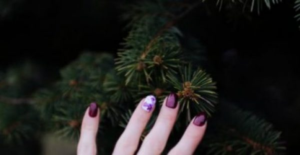 Τα 10 πιο εντυπωσιακά σχέδια στα νύχια για τα φετινά Χριστούγεννα!