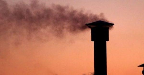 Πήραν… φωτιά τα τζάκια: Προσοχή στην αιθαλομίχλη – Τι πρέπει να ξέρετε