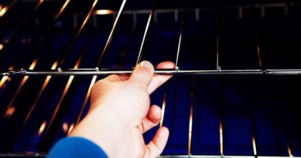Εσείς ακόμα… τρίβετε; Με αυτό το κόλπο θα κάνετε τη σχάρα του φούρνου σας να λάμπει…