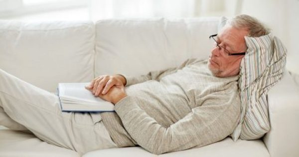 Η υπερβολική επιθυμία των ηλικιωμένων για ύπνο αποτελεί πρώιμη ένδειξη άνοιας