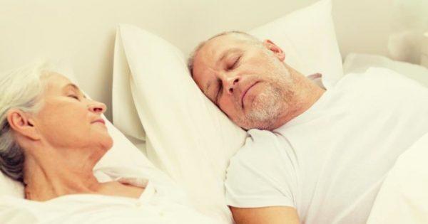 Τι σχέση έχει η άνοια με τις 9 ώρες ύπνου το βράδυ