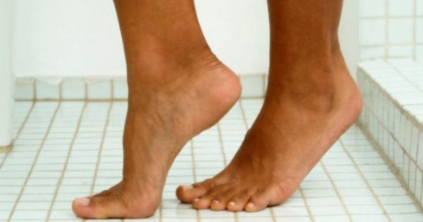 ΜΗΝ πατάτε ξυπόλυτοι στο μπάνιο – Δείτε γιατί!