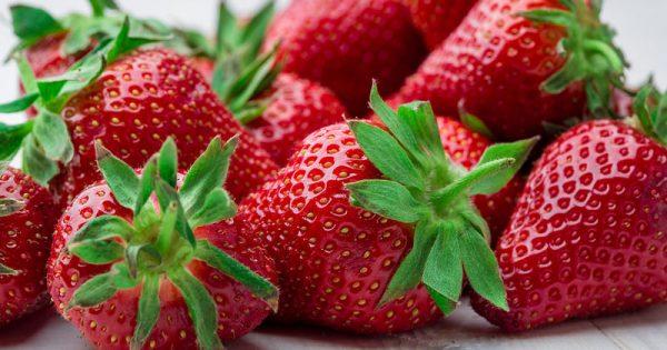 Ποια φρούτα και λαχανικά κουβαλούν τα περισσότερα παρασιτοκτόνα