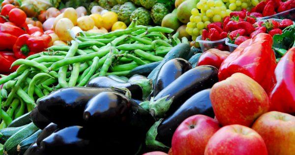 Γιατί πρέπει να τρώμε φρούτα και λαχανικά με τη φλούδα