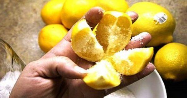 Κόψτε ένα λεμόνι σε 4 μέρη, βάλτε λίγο αλάτι και τοποθετήστε το στη μέση της κουζίνας!