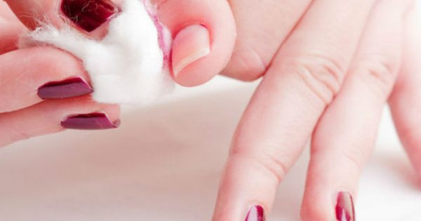 Σου τελείωσε το ασετόν; Κι όμως μπορείς να ξεβάψεις τα νύχια σου με υλικά από την κουζίνα σου
