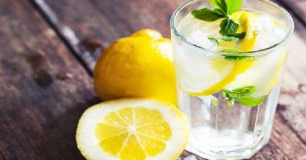 Είπαν ότι η κατανάλωση νερού με λεμόνι το πρωί κάνει καλό στην υγεία. Να όμως τι δεν μας είπαν!
