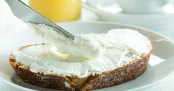 Να πώς θα Φτιάξετε Σπιτικό Τυρί Κρέμα για να Αλείφετε στο Τοστ!