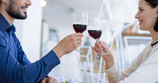 Αλκοόλ με μέτρο συνιστούν οι επιστήμονες για πρόληψη ορισμένων μορφών καρδιοπάθειας