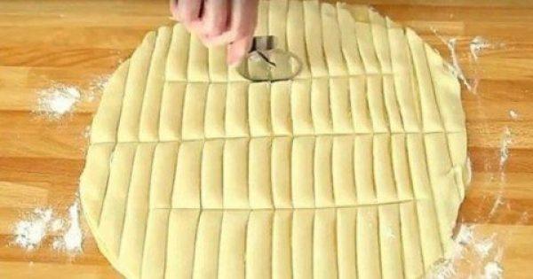 Απλώνει φύλλα για πίτα και τα κόβει σε λωρίδες. Μόλις δείτε τι φτιάχνει, θα τρέξετε στην κουζίνα σας!