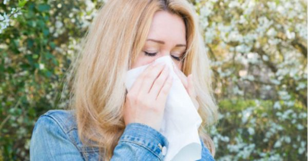 Δεν αντέχεις άλλο τις αλλεργίες; Αυτές είναι οι τροφές που μετριάζουν τα συμπτώματα