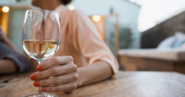 Ροδόχρους νόσος (ροζάκεια): Ποιο ποτό επιδεινώνει τα σημάδια