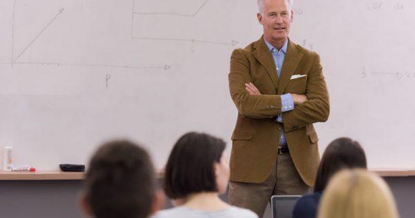 Πρόληψη άνοιας: Ο ρόλος των σπουδών