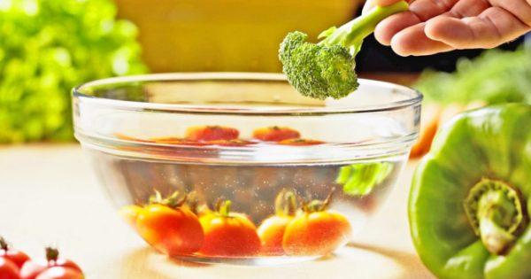 Φυτοφάρμακα σε φρούτα και λαχανικά: Πώς πλένονται σωστά στο σπίτι
