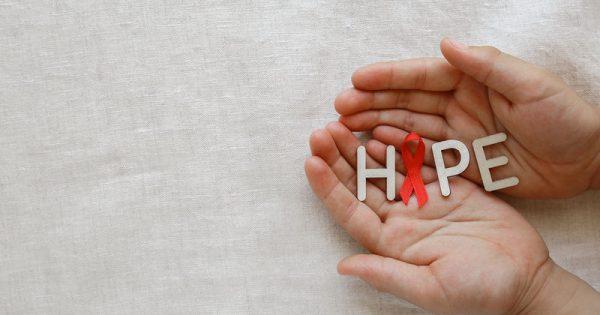 Αύξηση κατά 10 χρόνια καταγράφεται στο προσδόκιμο των φορέων του HIV χάρη στα νέα φάρμακα