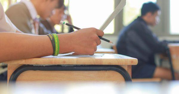 Εξετάσεις και παχυσαρκία: Τι δείχνει έρευνα για τις διατροφικές συνήθειες των μαθητών