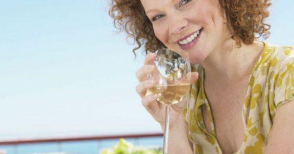 Καρκίνος μαστού: Ακόμα και μισό ποτηράκι κρασί αυξάνει τον κίνδυνο