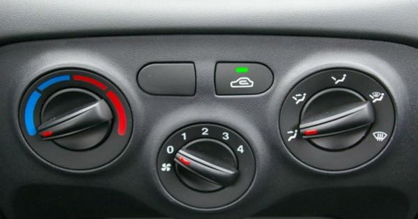 Το λάθος που κάνουμε σχεδόν όλοι με το A/C του αυτοκινήτου