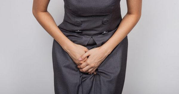 Ακράτεια ούρων στις γυναίκες: Πού οφείλεται και πώς αντιμετωπίζεται