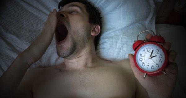 """Ύπνος: Τι είναι το """"social jet lag"""" του Σαββατοκύριακου και τι επιπτώσεις έχει στην υγεία σας"""