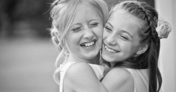 Μπορεί να μην είμαστε ίδιες αλλά είσαι η αδερφή μου και σε λατρεύω!