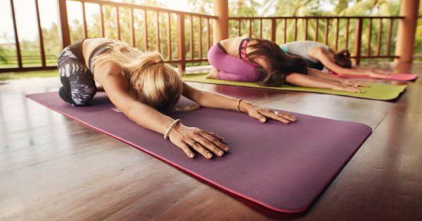 Η γιόγκα εξίσου αποτελεσματική με τη φυσικοθεραπεία για τον πόνο στη μέση