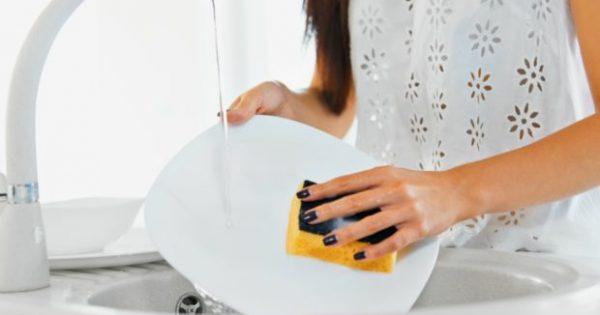 6 Κόλπα για το Πλύσιμο των Πιάτων που Πρέπει να Δοκιμάσετε!
