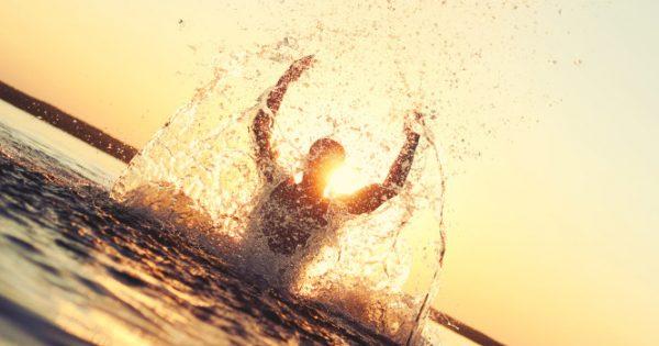 Ασκήσεις στην θάλασσα: Ποιες να κάνετε – Ποια τα σημαντικά οφέλη υγείας
