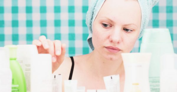 Κρυμμένοι κίνδυνοι σε καλλυντικά και προϊόντα προσωπικής φροντίδας – Τι έδειξε μεγάλη έρευνα