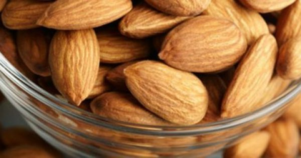 Αυτό θα συμβεί στο σώμα σας εάν τρώτε 12 αμύγδαλα κάθε μέρα. (vid)
