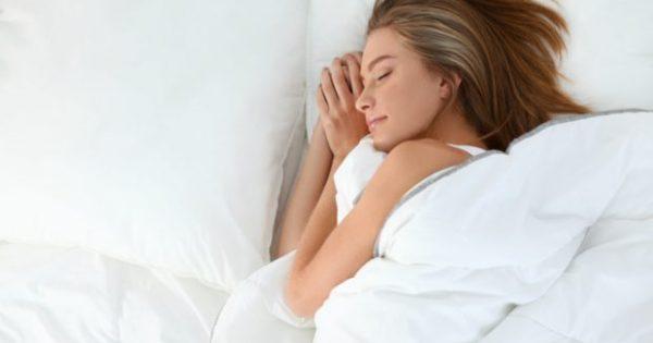 Να τι Συμβαίνει στο Βάρος σας Όταν Κοιμάστε Πολλές Ώρες τα Σαββατοκύριακα