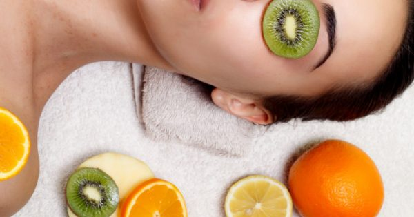 Ποιες είναι οι καλύτερες τροφές για πιο υγιή και λαμπερή επιδερμίδα