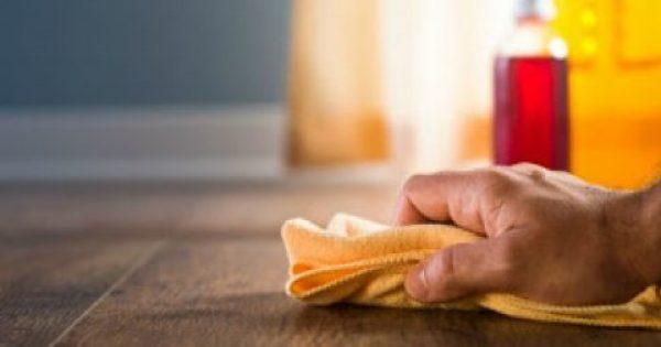 Ένα ιδιοφυές κόλπο για να διώχνετε τη σκόνη σε δευτερόλεπτα!