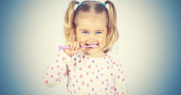 Το «κόλπο» για να βουρτσίζει το παιδί καλά τα δόντια του