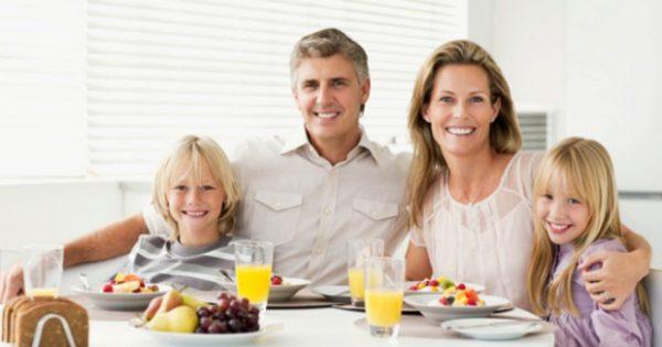 Τι πρέπει να Περιλαμβάνει το Πρωινό της Οικογένειας στις Καλοκαιρινές Διακοπές;
