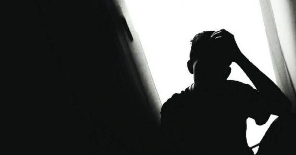 """Τα 7 ανεπαίσθητα σημάδια που είναι """"προπομπός"""" για κατάθλιψη"""