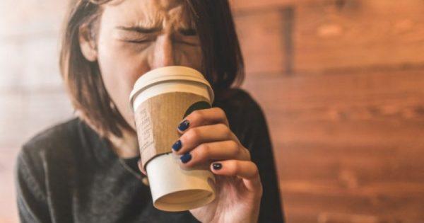 Κάψιμο στην γλώσσα: Το απλό κόλπο για να σας περάσει η ενόχληση ΒΙΝΤΕΟ