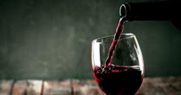 Το τέλειο τρικ για να παγώσετε το κρασί σε 10 λεπτά!
