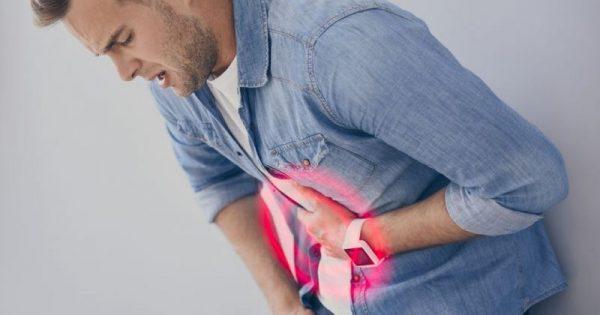 5 σημάδια που δείχνουν ότι μάλλον έχετε έλκος στο στομάχι