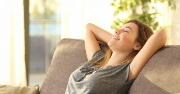 4 Τρόποι για να Κάψετε Θερμίδες Χωρίς να Κάνετε Τίποτα