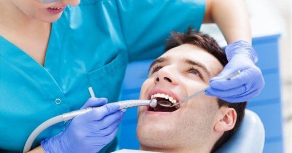 """Απώλεια δοντιών: Ποιες είναι οι """"κρυφές"""" επιπτώσεις;"""