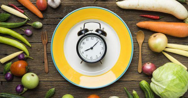 Χρόνος γευμάτων: Πώς συνδέεται με τα ηλιακά εγκαύματα