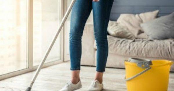Πώς να καθαρίζετε και να απολυμαίνετε αποτελεσματικά το σπίτι σας